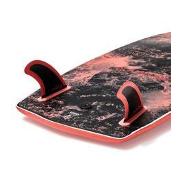 """Planche de surf en mousse 900 5'4"""" livrée avec 2 ailerons."""