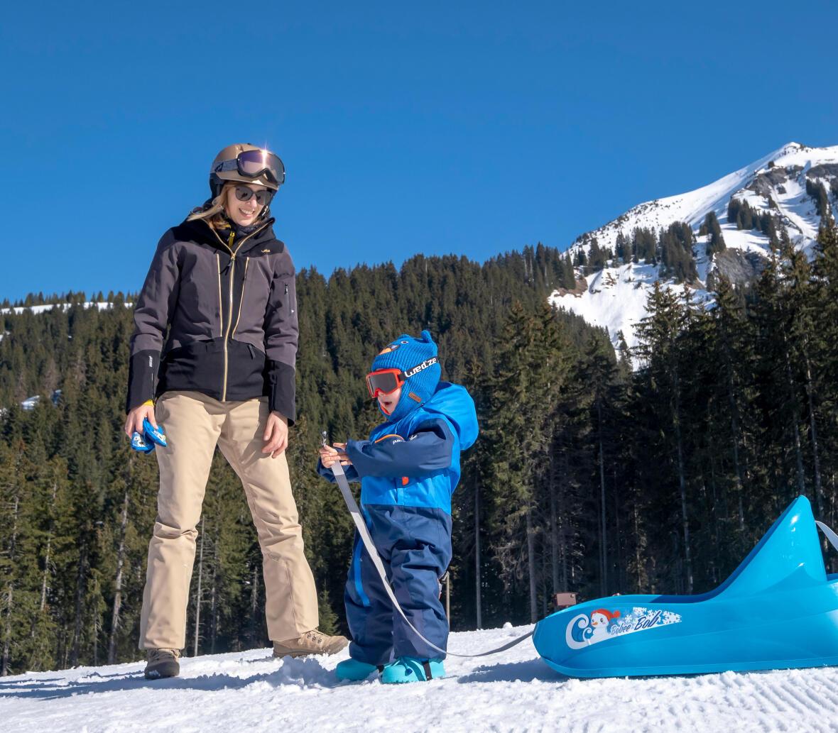 Comment j'habille mon bébé pour les sports d'hiver et la luge
