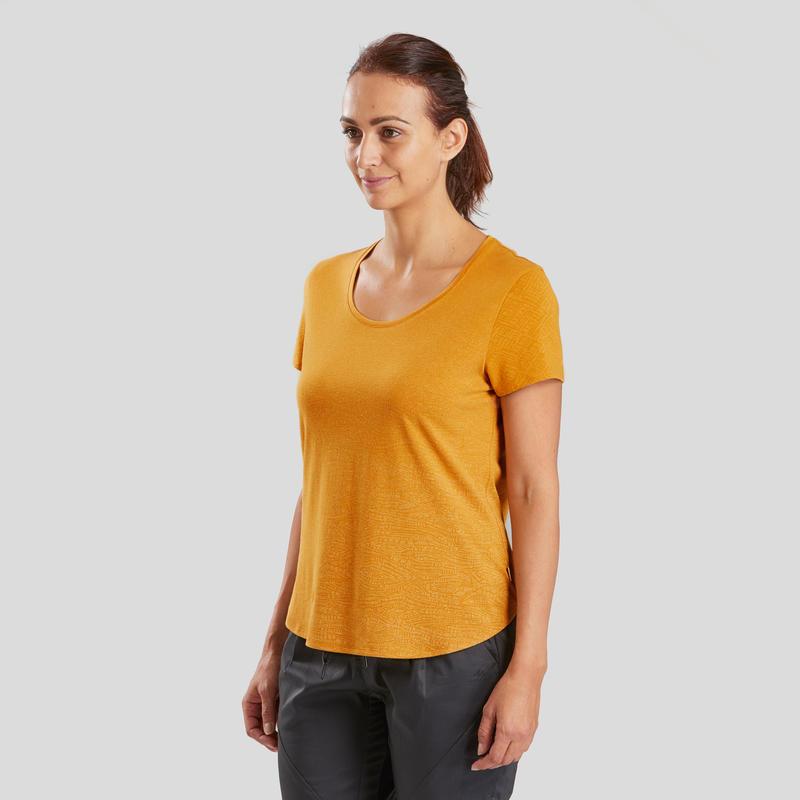 เสื้อยืดผู้หญิงสำหรับใส่เดินป่าธรรมชาติรุ่น NH500