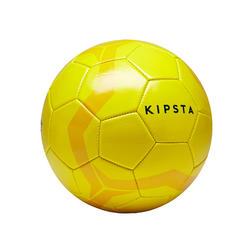 Voetbal First Kick maat 4 (vanaf 8 tot 12 jaar) geel