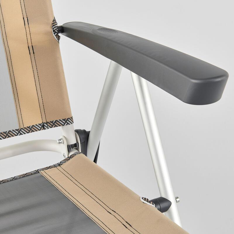 เก้าอี้เท้าแขนแบบพับได้สำหรับตั้งแคมป์ ดีไซน์ให้นั่งสบายและสามารถปรับเอนหลังได้