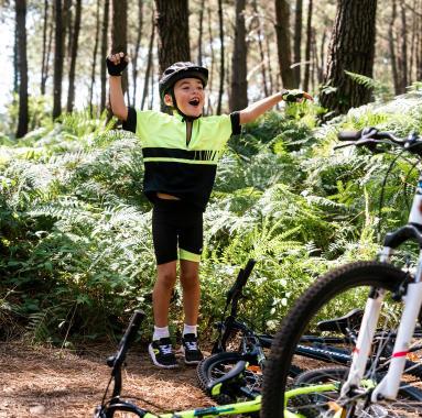 la-tenue-du-jeune-cycliste