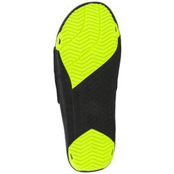 男款柔軟泳池涼鞋Slap 900-黑黃色