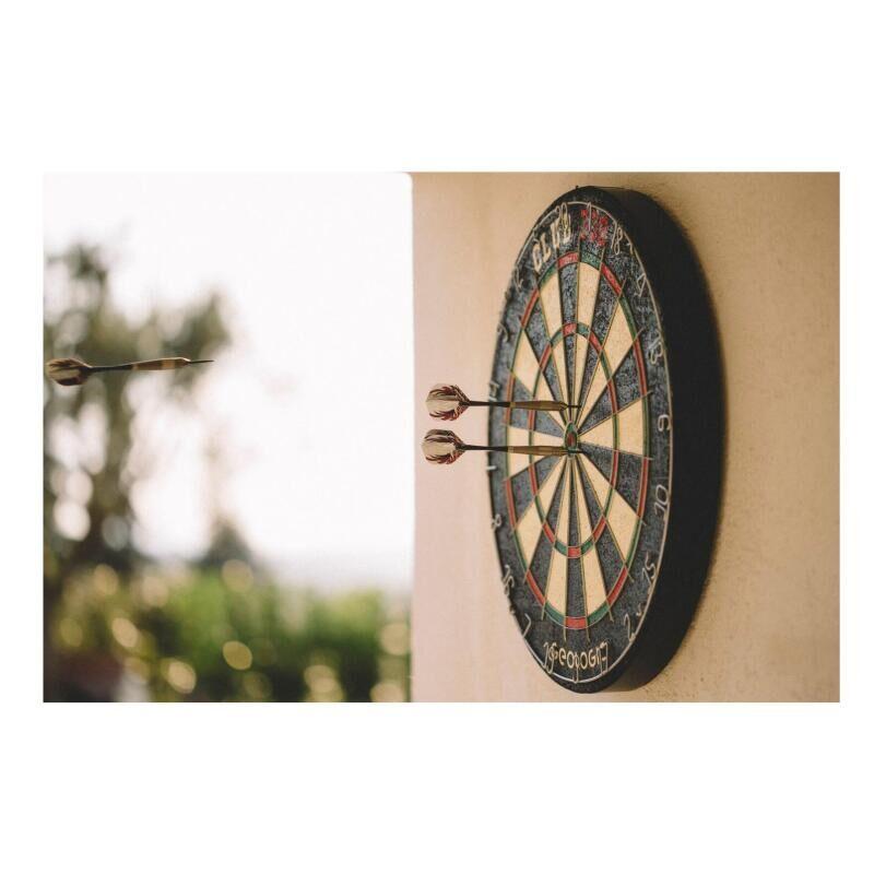 accrocher-cible-fléchette-traditionnelle-darts-decathlon-canaveral
