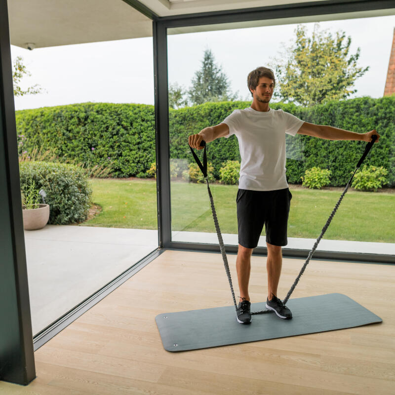 6 Exercices Avec Une Bande Elastique A Poignees Ma Routine Fitness