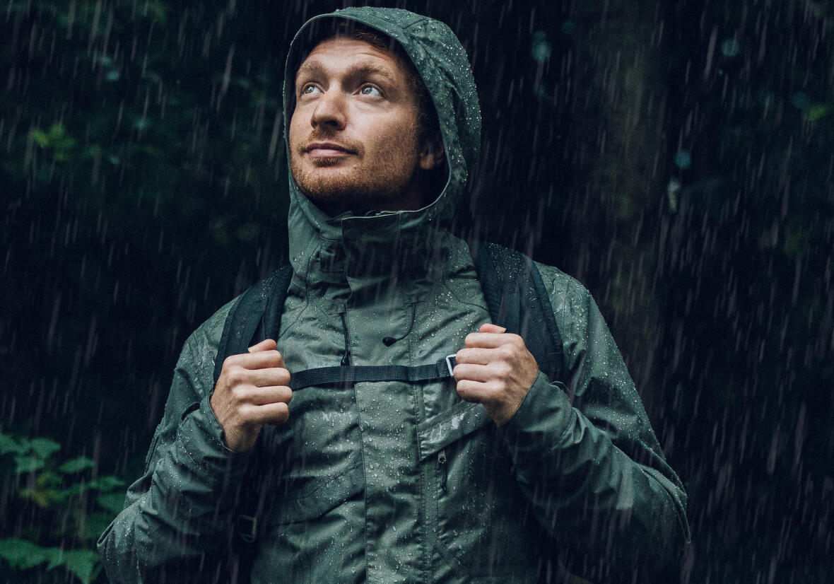 Re-waterproofing: how to reactivate waterproofing on your hiking jacket