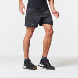 男款越野跑寬版短褲-灰色圖樣