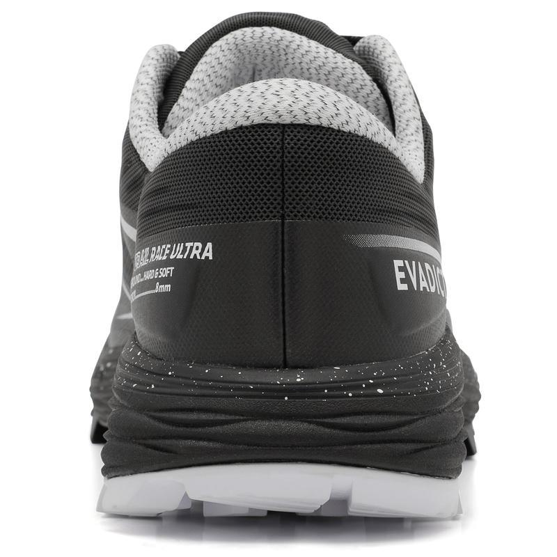 รองเท้าวิ่งอัลตร้าเทรลสำหรับผู้ชายรุ่น RACE (สีดำ/ขาว)