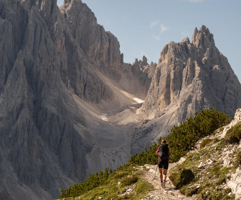 The 10 commandments for hiking safely - title