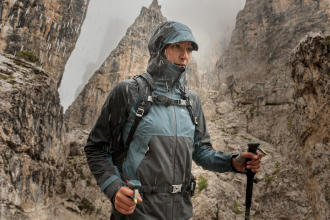 How to choose a waterproof hiking jacket? - title