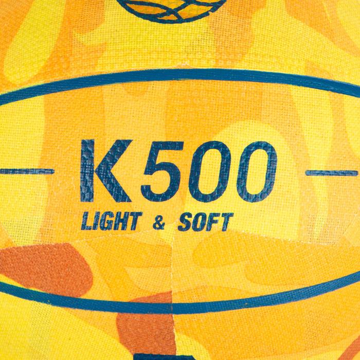 Ballon de basket K500 jaune pour enfant basketteur débutant jusqu'a 7 ans.