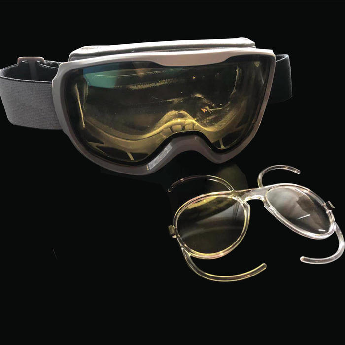 CORRECTIVE LENS CLIP FOR SKI AND SNOWBOARD GOGGLES