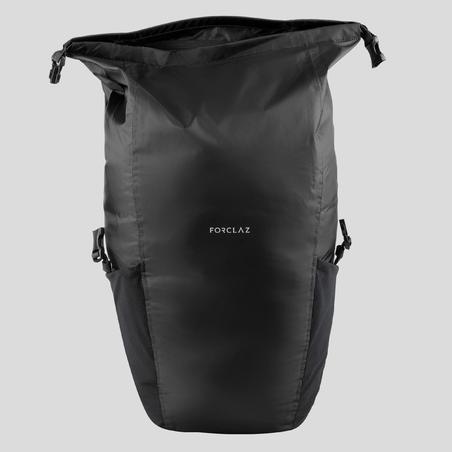 Mochila compacta e impermeable 20 litros trekking viaje | TRAVEL 100 negro