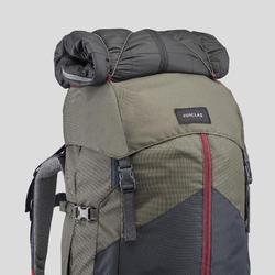 女款登山健行背包TREK 100 Easyfit 60 L-卡其色
