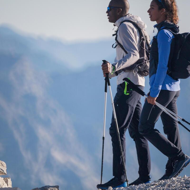 Comment utiliser les bâtons de randonnée en descente ?