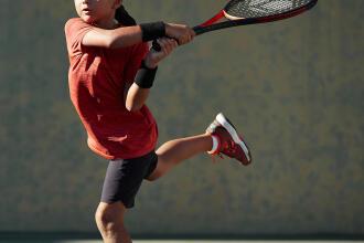 Come scegliere una racchetta da tennis per tuo figlio? | DECATHLON