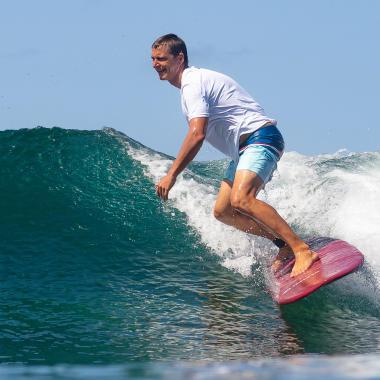 comment choisir un top lycra ou neoprene pour surfer ?