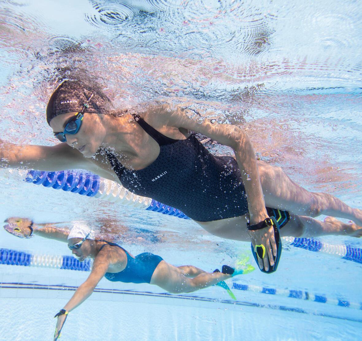Nager à différents rythmes pour consommer plus d'énergie