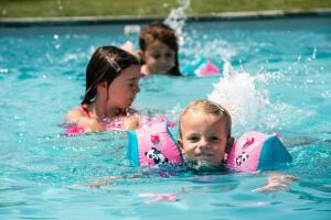 Pourquoi inscrire son enfant aux bébés nageurs ?