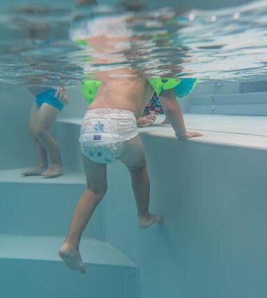 Comment habiller bébé ? Quel maillot de bain bébé nageur ?