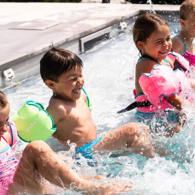 5-Ideen-für-Spiele-im-Wasser-mit-Kind