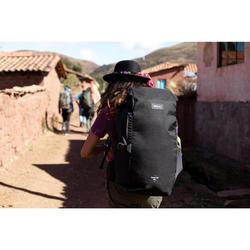 Compacte rugzak voor backpacken 40 liter | Travel 100 zwart