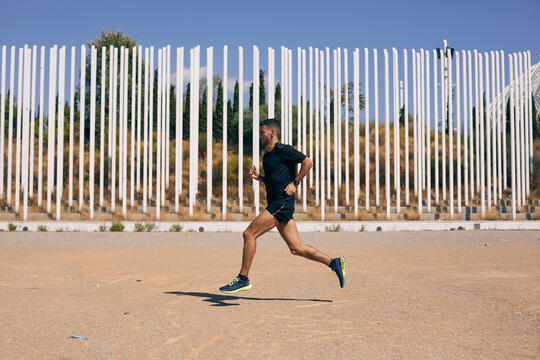 RUNNING | IS YOUR RUNNING POSTURE CORRECT? HERE'S A GUIDE TO PROPER RUNNING FORM.