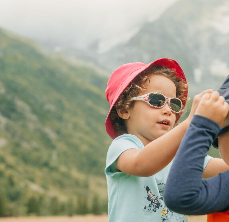 Properly protecting your child from the sun - title