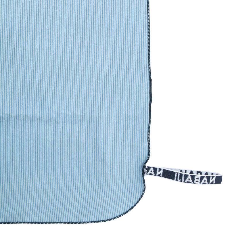 Serviette de bain microfibre à rayures gris clair taille L 80 x 130 cm