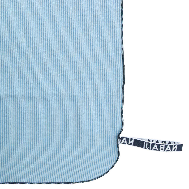Toalha de natação de microfibras cinza claro com riscas tamanho L 80 x 130 cm