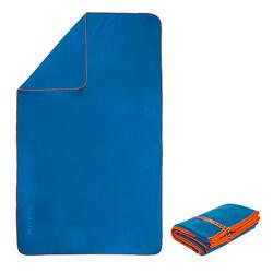 Toalha de natação de microfibra azul tamanho M 65 x 90 cm