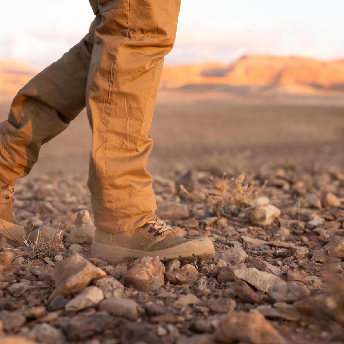 trek dans le désert de pierre reg au Maroc