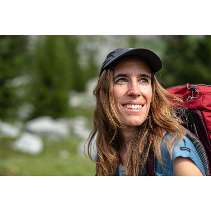 Ventilerende pet voor bergwandelen Trek 500 donkergrijs