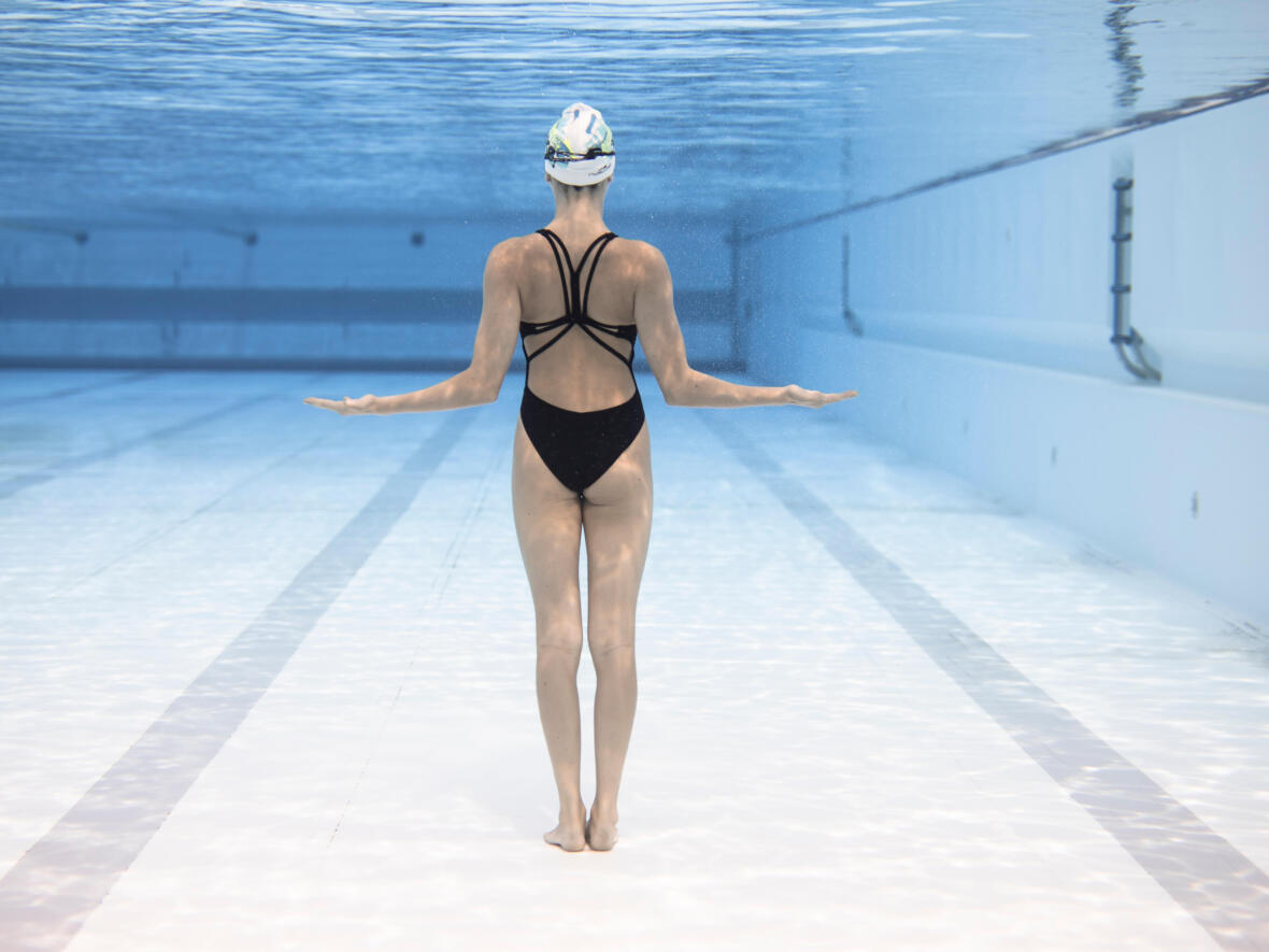 How to scull upside down in synchronised swimming