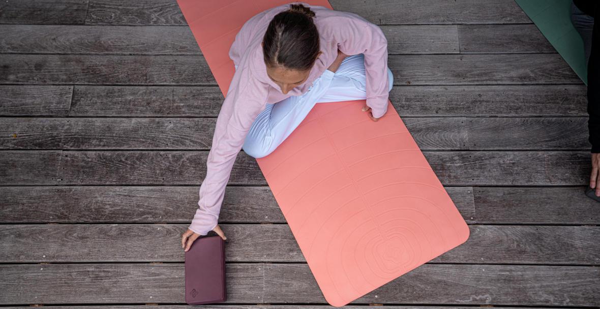 comment chasseer le stress avec le yoga