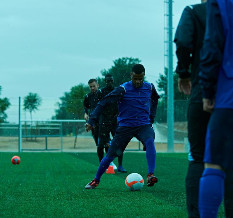 Rester en forme pendant la trêve hivernale de football : programme course