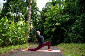 5 reasons to begin hiking-yoga