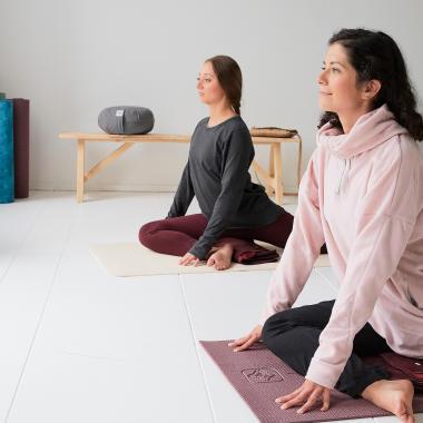 Die richtige Wahl der Bekleidung für sanftes Yoga