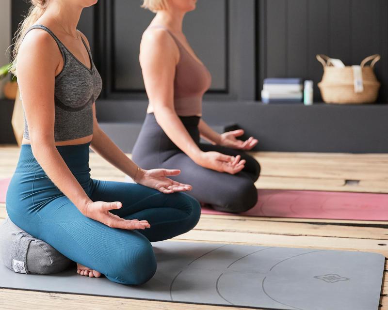 chassez le stress yoga header