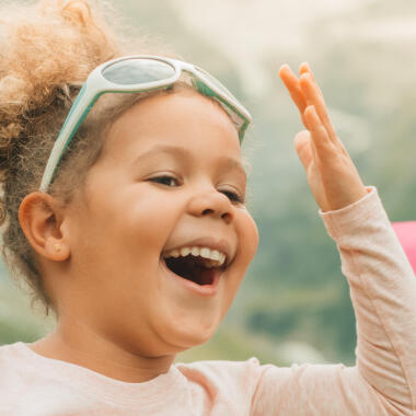 Come scegliere gli occhiali da sole bebè | DECATHLON