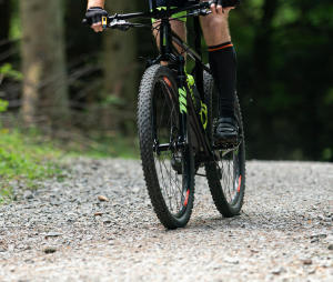 Equiper son vélo VTT pour la route et le bitume : c'est possible !