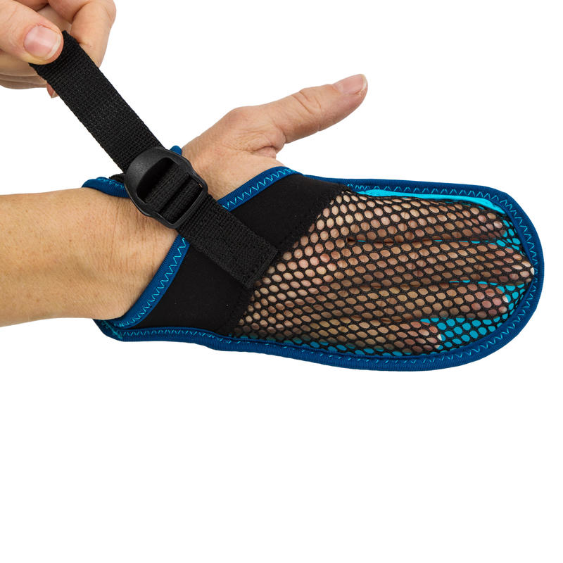 ถุงมือว่ายน้ำเนื้อนุ่มรุ่น 100% (สีดำ/น้ำเงิน)