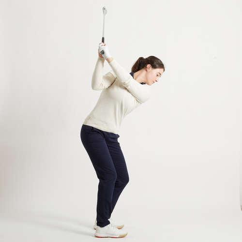 Femeie care cauta golf)