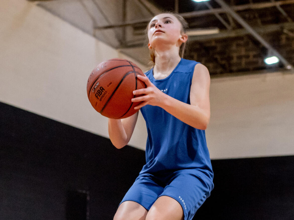 tir-suspension-junior-basketball-dribble-excercice