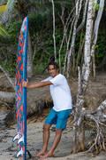 PÁNSKÉ DLOUHÉ BOARDOVÉ ŠORTKY Beach volejbal - KOUPACÍ KRAŤASY 500 PATCHWORK OLAIAN - Oblečení na beach volejbal