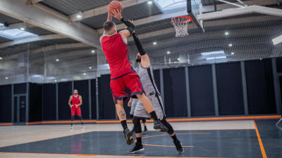 tir-suspension-homme-basketball.jpg
