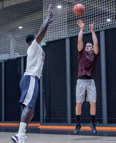 poste 2 au basketball
