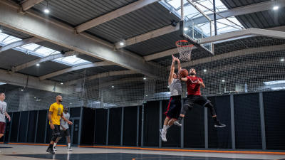 taille-basketball-homme-ballon.jpg