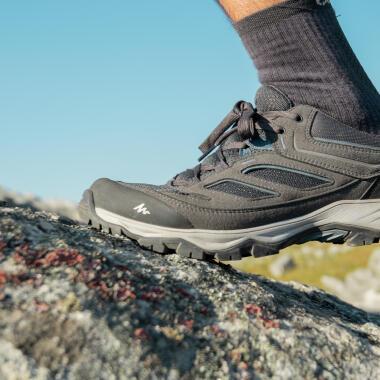 comment-choisir-chaussure-randonnée-trekking-chaussures-MH100-impermeables