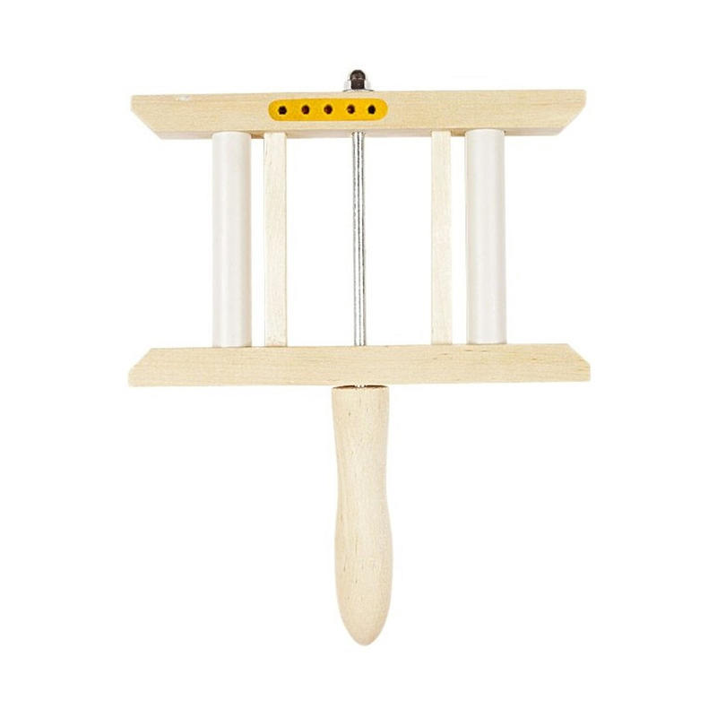 Wooden rotating winder for sea fishing